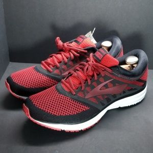Nwt, Brooks Revival, size 11.